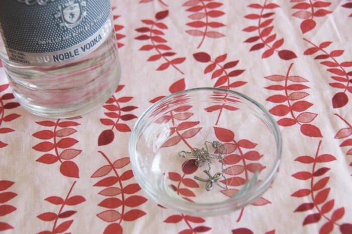 Скрытый резерв: водка. 10 нестандартных применений водки в домашнем хозяйстве