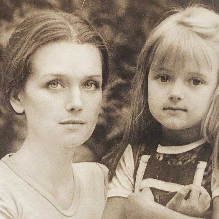 «Без пластики и силикона»: Ксения Алферова показала «честное» фото с матерью