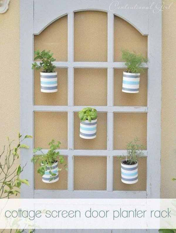 Как вы думаете зачем повесили эту дверь на стену? Это решение гениально!