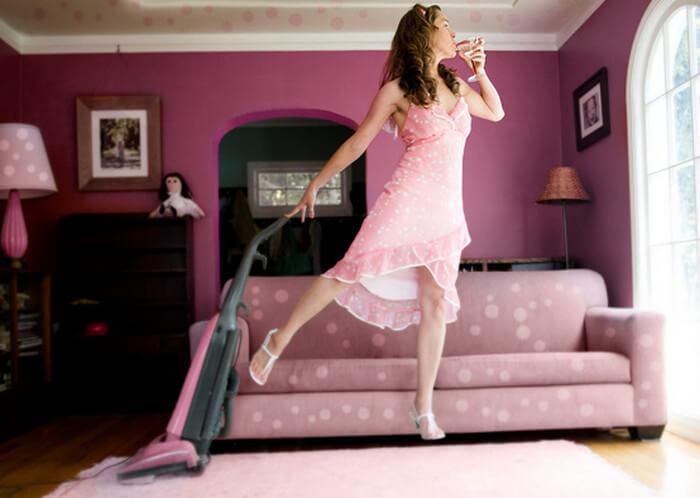 Хитрость, благодаря которой после уборки обычным пылесосом комната будет благоухать!