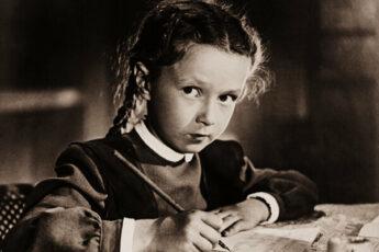 Наталья Защипина в фильме «Первоклассница» 1948г. (источник фото: bagira.guru)