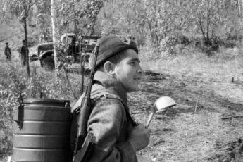 фото с сайта waralbum.ru. Это, конечно, не наш герой, а один из тысяч таких же мальчиков...