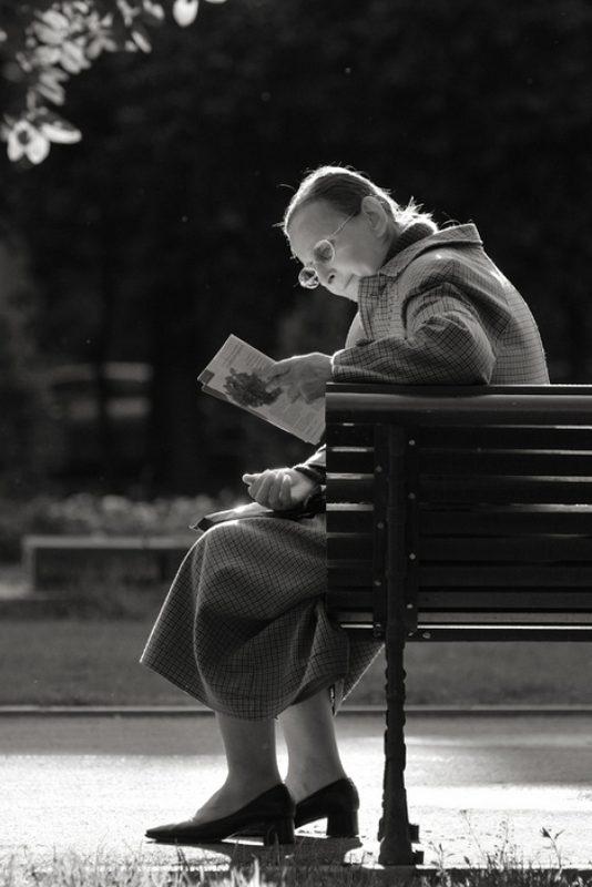 Посвятив жизнь детям и работе, пожилая женщина жалеет об этом