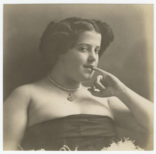 Девушка в платье-бюстье Александр Гринберг, 1920-е, МАММ/МДФ.