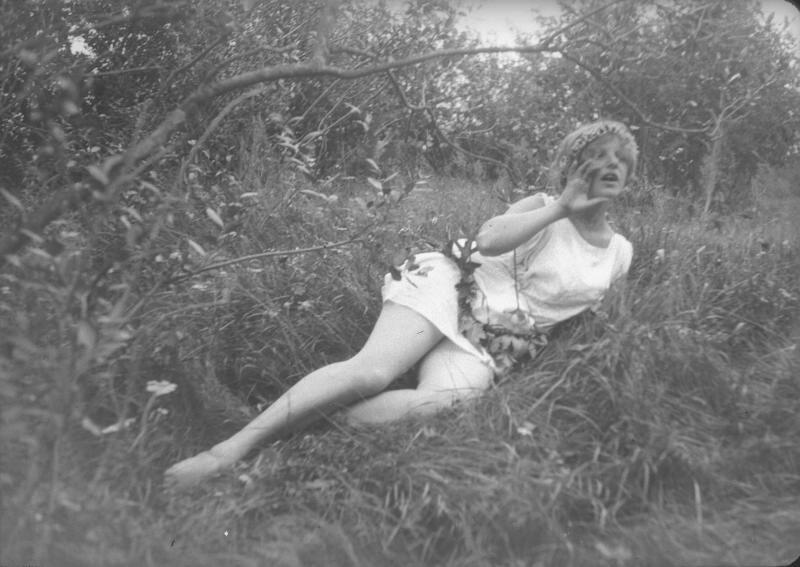 Девушка в тунике и венке Александр Гринберг, 1920-е, МАММ/МДФ.