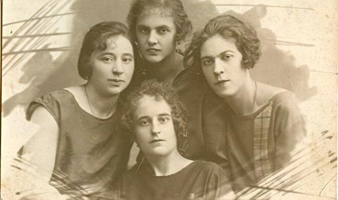 Групповой портрет девушек Неизвестный автор, 1920-е, МАММ/МДФ.