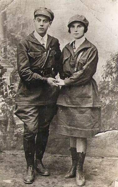 Комсомольцы 1920-х годов Неизвестный автор, 1920 год, Гуковский музей шахтерского труда имени Л. И. Микулина.