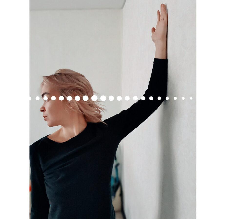 Выпрямить осанку поможет простое правило руки. Скажу одно - это быстро и надолго.