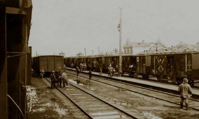 Изображение выглядит как внешний, поезд Автоматически созданное описание