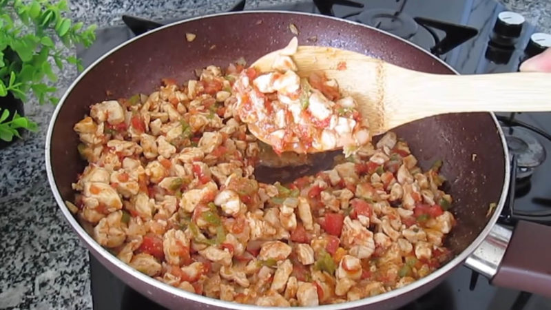 Изображение выглядит как еда, чаша, блюдо, сковорода Автоматически созданное описание