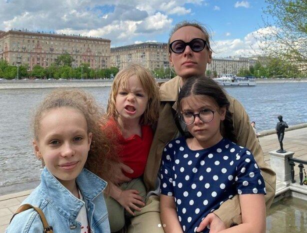 Ольге Ломоносовой - 43: ради Владимира Машкова она переехала из Киева в Москву, но 16 лет живет с актером Павлом Сафоновым