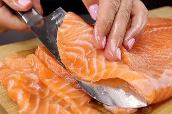 Засаливаю рыбу очень удобным и простым способом: в магазине давно не покупаю, доверяю только себе